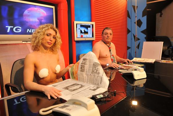 In Toscana rassegna stampa in boxer, calzini e slip.