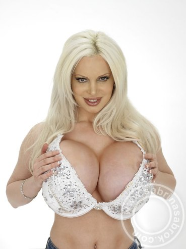 Sabrina Sabrok Sabrina Sabrok top model in passerella a Milano con la celebre lingerie -