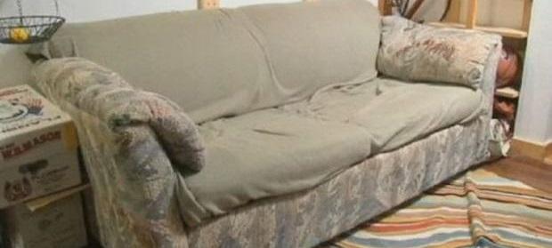 Trovano 40mila dollari in un divano comprato usato e li restituiscono