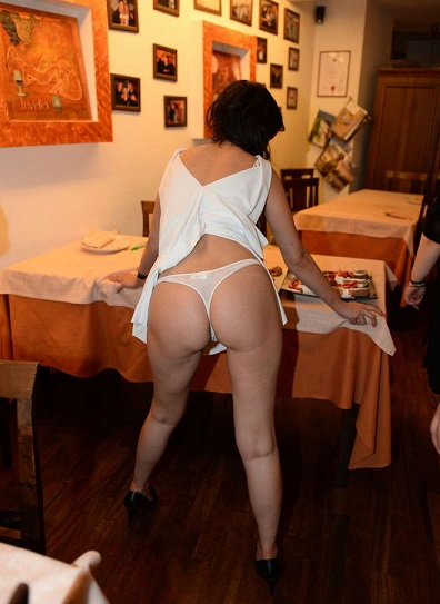 Sara Tommasi, striptease e show sexy nel ristorante Hator Agnone - IS -