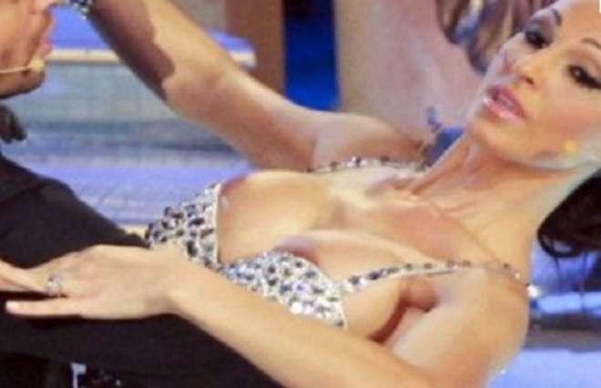 Star: Incidenti sexy quando il vestito troppo mini