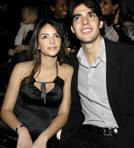 La giovane moglie dell'asso brasiliano del Milan, Ricardo Kakà -