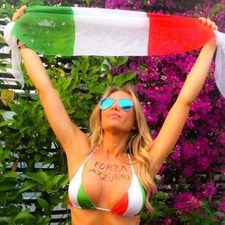 Laura Cremaschi in posa hot per il Mondiale