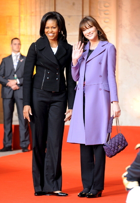 Vertice Nato, saluto di Michelle Obama e Carla Sarkozy