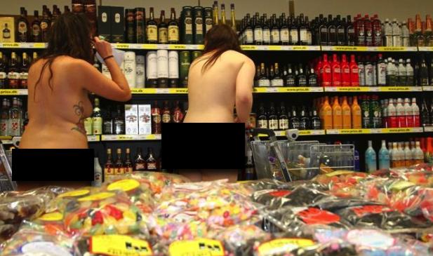 """""""Se venite nudi spesa gratis fino a 250 euro"""": La pazza idea di un supermarket"""