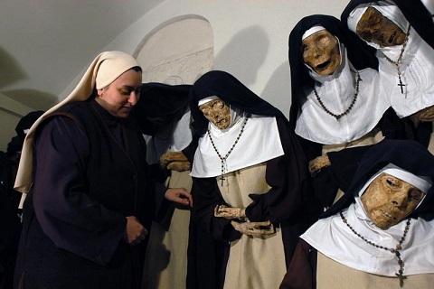 CONVENTO CLAUSURA CLARISSE FARA SABINA SUOR MARIA CHIARA CON SUORE MORTE DA 100 ANNI