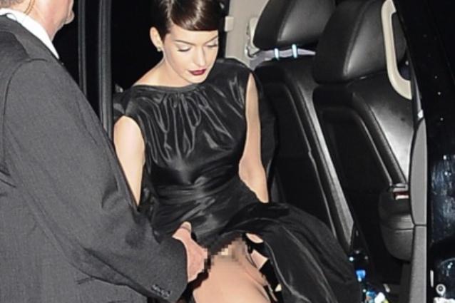"Anna Hathaway senza slip alla prima de ""Les Miserables"""