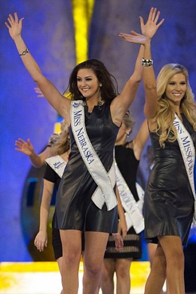 Scandalo a Miss America, la telecamera sotto la gonna di Miss Nebraska
