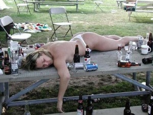 Bere non è la risposta, ma bevendo ti dimentichi la domanda