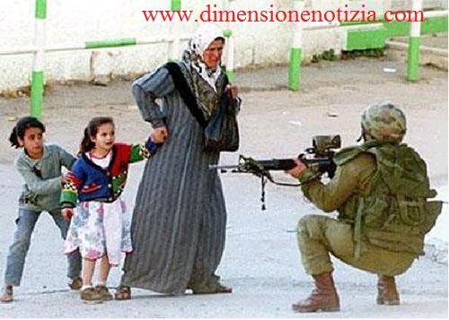 I bambini giocano ai soldati, e questo si capisce. Ma i soldati, perché giocano ai bambini? -