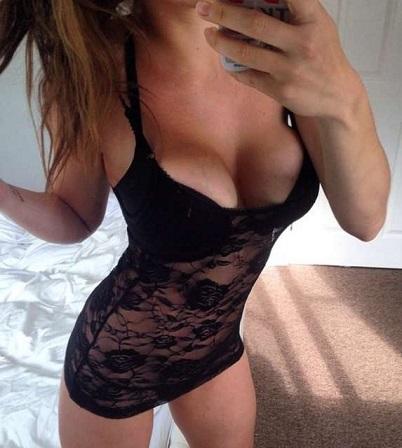 Lasciata dal fidanzato, si vendica postando foto sexy sui social