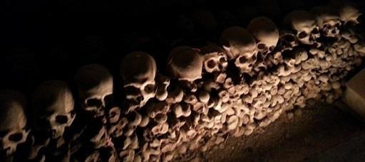 Cimitero delle Fontanelle di Napoli